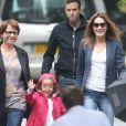 Giulia Sarkozy fait sa rentrée des classes accompagnée par sa maman Carla Bruni-Sarkozy, à Paris le 5 septembre 2016.