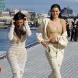 """Kim Kardashian et Kendall Jenner - Défilé """"YEEZY SEASON 4"""" au Franklin D. Roosevelt Four Freedoms Park à New York le 7 septembre 2016."""