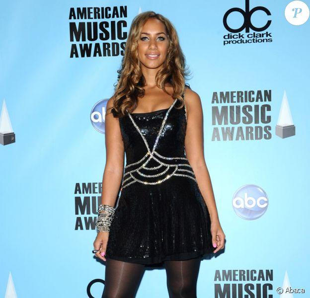 Leona Lewis porte une robe, modèle 117 de Jenny Packham