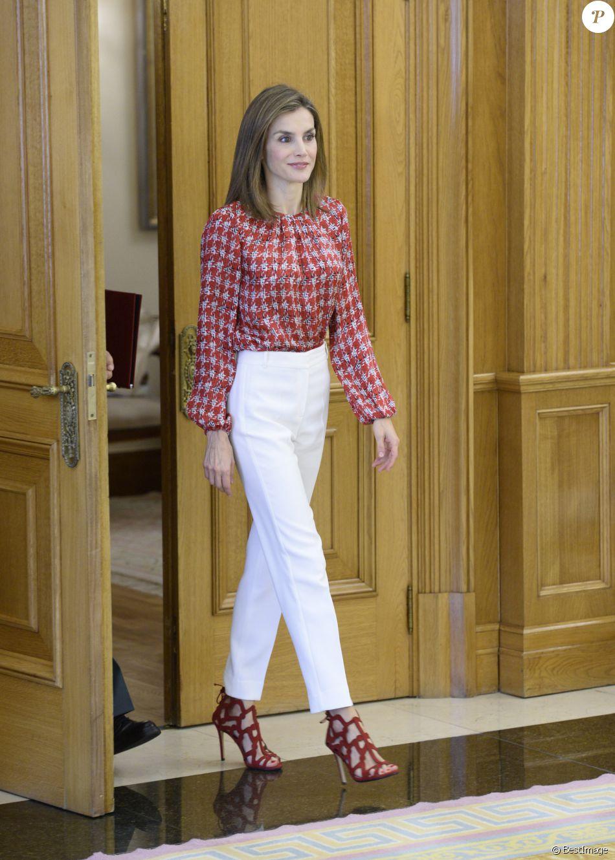 La reine Letizia d Espagne (haut Carolina Herrera, chaussures Mango) en  audience b7c473ad4dce