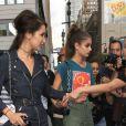 Bella Hadid et Taylor Hill quittent le défilé de mode Michael Kors à New York, le 14 septembre 2016.