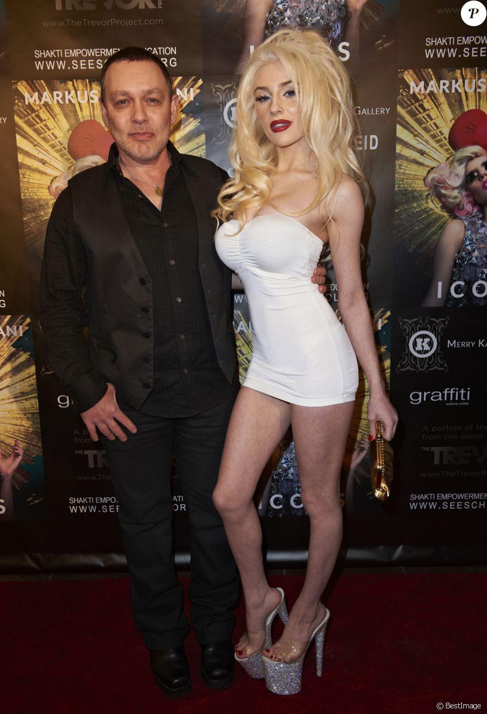 """Courtney Stodden ; Doug Hutchison au Lancement du livre """" Icons """" a Los Angeles Le 11 janvier 2013"""