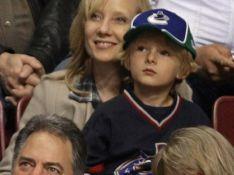 REPORTAGE PHOTOS :  Anne Heche retrouve le sourire après ses soucis... grâce à son fils et son nouveau chéri !