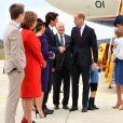 Le prince William, duc de Cambridge, ici salué par le Premier ministre Justin Trudeau, et Kate Middleton, duchesse de Cambridge, sont arrivés le 24 septembre 2016 à Victoria au Canada avec leurs enfants le prince George et la princesse Charlotte pour leur tournée officielle.