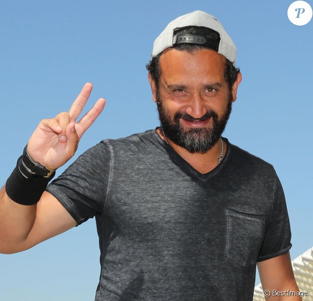 Exclusif - Fini les vacances pour Cyril Hanouna, très aminci, qui arrive à l'aéroport de Nice pour prendre un avion pour Paris. Le 24 août 2016