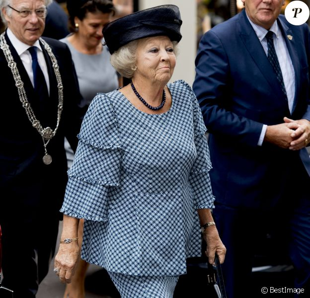 """La princesse Beatrix des Pays-Bas au centre de conférence """"Nieuwspoort"""" à l'occasion du 30ème anniversaire de """"CoMensha"""" à La Haye. Le 22 septembre 2016  Princess Beatrix of the Netherlands leaving the Nieuwspoort Hague conference on the occasion of the 30th anniversary of CoMensha in Den Haag on September 22, 2016 The national Human Trafficking Coordination Centre stands at the congress reflect on what has been achieved and what are the challenges in the coming period.22/09/2016 - La Haye"""