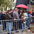 Des fans faisant la queue pour la premier concert de la nouvelle tournée de Renaud, après dix ans d'absence aux Arènes de l'Agora à Evry, le 1er octobre 2016. © Lionel Urman/Bestimage