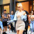 """""""Kylie Jenner, blonde platine et avec une robe pailletée, dans les rues de New York, le 8 septembre 2016"""""""