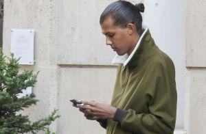 Stromae, les cheveux longs, au bras de son épouse : New look chez Louis Vuitton