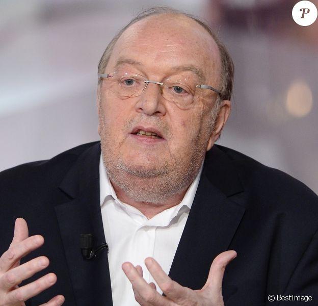 """Bernard Mabille lors de l'nregistrement de l'émission """"Vivement Dimanche"""" à Paris le 14 janvier 2015."""