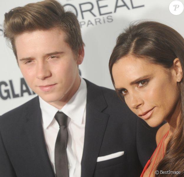 """Victoria Beckham et son fils Brooklyn Beckham à la soirée des """"Glamour Women Of The Year Awards"""" à New York, le 9 novembre 2015."""