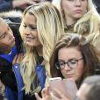 """Ludivine Payet et son fils Noa au match de qualification pour la Coupe du Monde 2018, """"France-Bulgarie"""" au Stade de France au Saint-Denis, le 7 octobre 2016"""