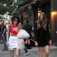 Cara Delevingne et Annie Clark (St. Vincent) vont déjeuner à New York le 28 septembre 2015.
