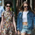 Cara Delevingne et Annie Clark (St. Vincent) se promènent dans les rues de New York, le 28 septembre 2015.