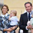 La princesse Madeleine de Suède avec son fils le prince Nicolas dans les bras et son mari Christopher O'Neill portant leur fille la princesse Leonore lors du baptême du prince Alexander de Suède au palais Drottningholm à Stockholm le 9 septembre 2016.
