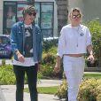Kristen Stewart et son ex-compagne Alicia Cargile se promènent main dans la main dans les rues de Los Angeles. Le 27 août 2016