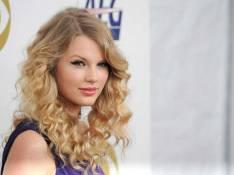 PHOTOS : Christina Aguilera et Taylor Swift annoncent les Grammy Awards : il faudrait leur créer une catégorie 'artiste la plus sexy de l'année' !