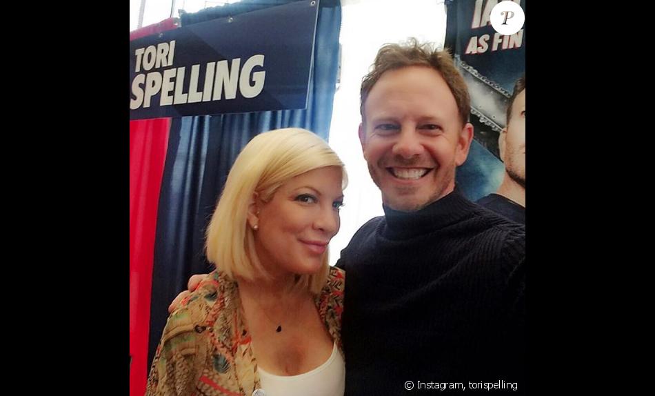 Tori Spelling et Ian Ziering, stars de la série Beverly Hills, se retrouvent des années après lors du Comic-Con de Dallas, le 16 octobre 2016