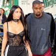 """Kim Kardashian et Kanye West se rendent dans une boutique Armani pendant la fashion week à Paris le 29 septembre 2016."""