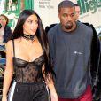 Kim Kardashian et Kanye West se rendent dans une boutique Armani pendant la fashion week à Paris le 29 septembre 2016.