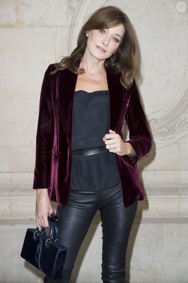 """Carla Bruni-Sarkozy au défilé """"Christian Dior"""", collection prêt-à-porter Printemps-Eté 2017 à Paris, le 30 septembre 2016."""