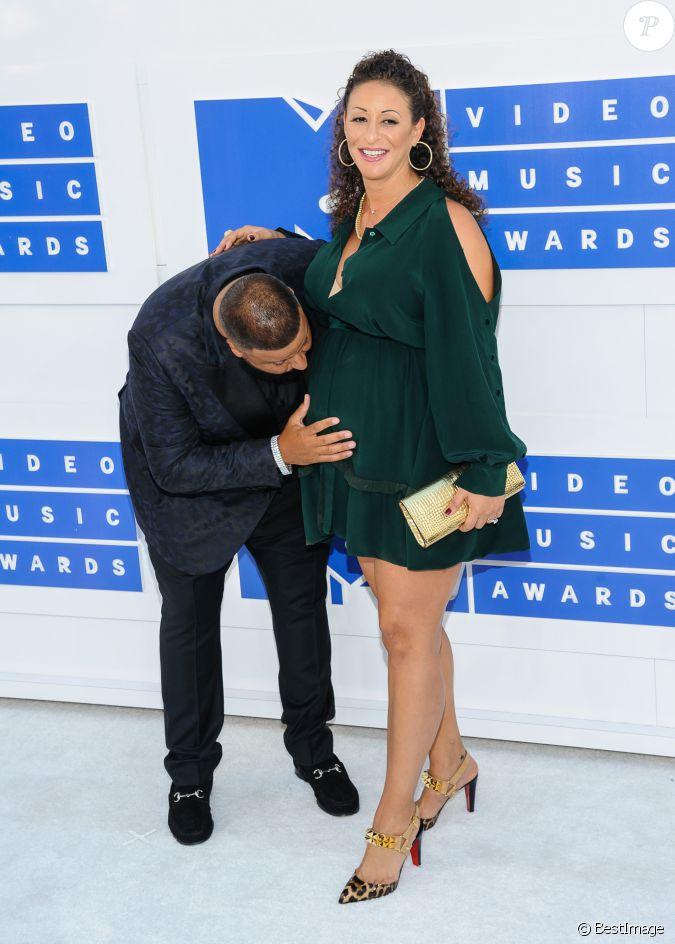 Dj khaled et sa femme nicole tuck enceinte la soir e des mtv video music awards 2016 madison - Raphael de casabianca et sa femme ...