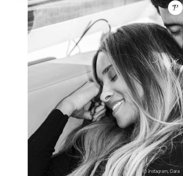 """""""Pour cet anniversaire spécial, j'ai reçu énormément d'amour de mes amis et de ma famille. Et je suis extatique d'enfin partager avec vous l'un des plus beaux cadeaux que Dieu peut vous faire..."""", a écrit Ciara sur Instagram pour confirmer sa seconde grossesse, le 25 octobre 2016."""