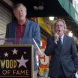 Hugh Laurie et Stephen Fry sur le Walk Of Fame, à Los Angeles, le 25 octobre 2016.