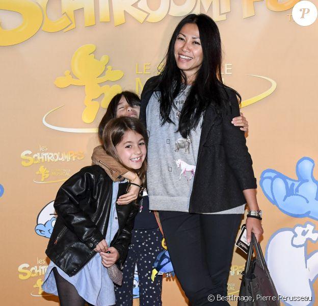 """Exclusif - Anggun avec sa fille Kirana Cipta et une amie de sa fille, à la première du spectacle """"Les Schtroumpfs"""" aux Folies Bergère à Paris, le 20 octobre 2016. © Pierre Perusseau/Bestimage"""
