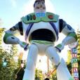 Djibril Cissé en week-end à Disneyland Paris avec sa compagne Marie-Cécile Lenzini et leur fils Gabriel.
