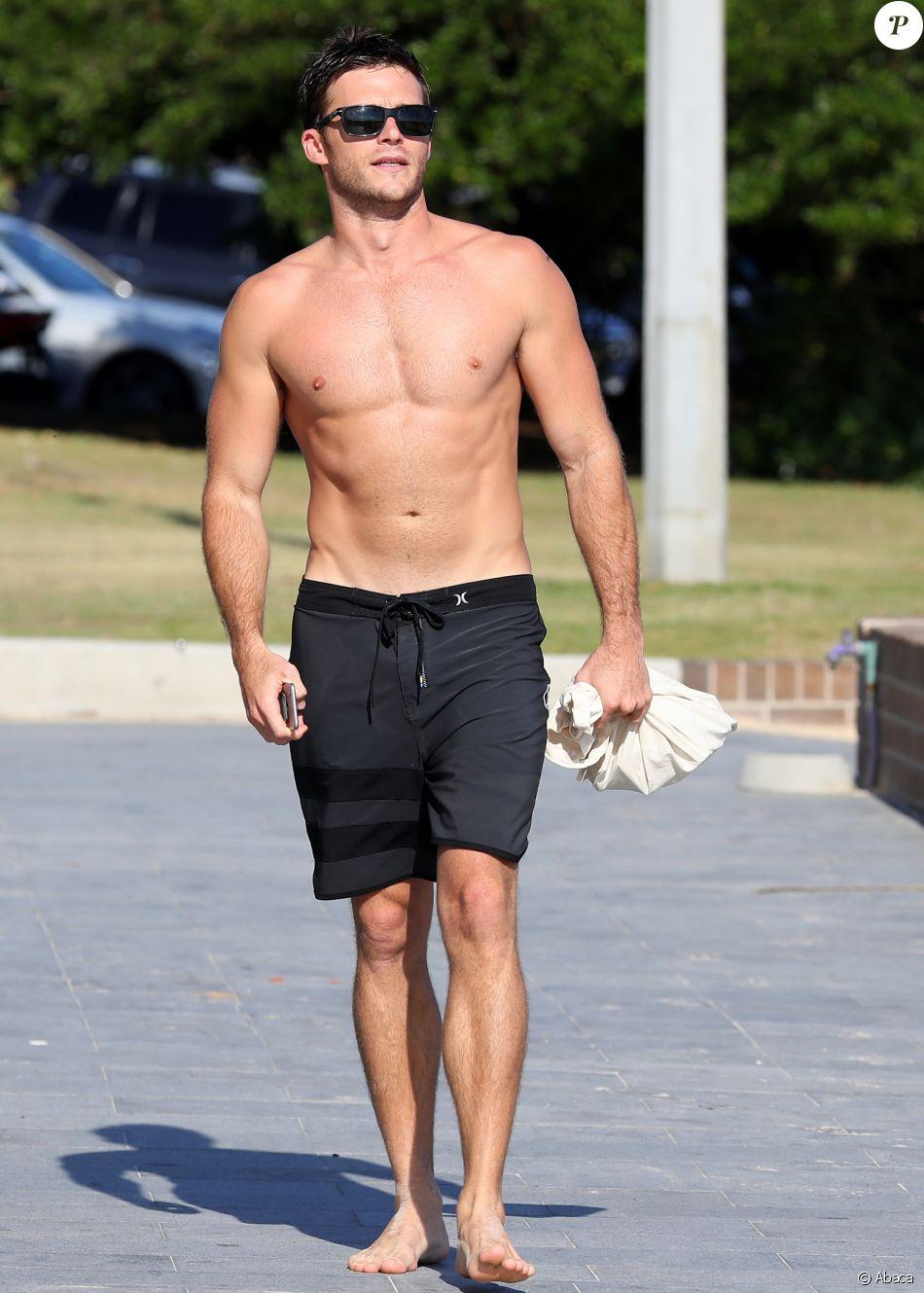 Scott Eastwood s'offre une virée à la plage de Bondi Beach, à Sydney, le 10 novembre 2016.