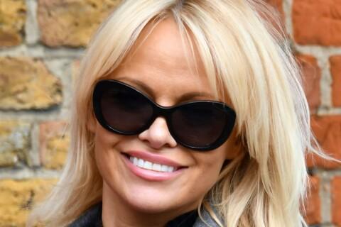 Pamela Anderson aux petits soins pour... Julian Assange !