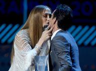 Jennifer Lopez : Une bombe sexy pour récompenser et embrasser son ex-mari