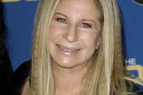 """Barbra Streisand et sa tenue osée des Oscars 1969 : """"Je n'en avais aucune idée"""""""
