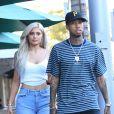Kylie Jenner et son petit ami le rappeur Tyga se balade en amoureux dans les rues de Beverly Hills, le 8 novembre 2016.