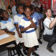 Le prince Harry a rencontré de jeunes enfants lors de sa visite dans une école à La Barbade, à l'occasion de son voyage de 15 jours dans les Caraïbes. Le 22 novembre 2016  Prince Harry joins pupils at Holy Trinity primary school and nursery on the island of Barbuda as they prepare to celebrate the 93rd anniversary of the school's Founders' Day, as he continues his tour of the Caribbean.22/11/2016 -