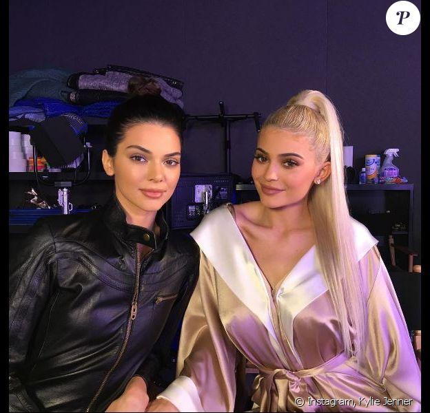 Photo de Kendall et Kylie Jenner publiée le 21 novembre 2016.