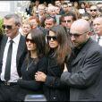 Les parents de Grégory Lemarchal, sa soeur Leslie et Karine Ferri aux obsèques de Grégory Lemarchal le 3 mai 2007 à Chambéry.