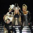 """""""Madonna met en scène son couronnement au Super Bowl XLVI. Sa coiffe en forme de tête de Baphomet, figure occulte vénérée par les chevaliers de l'Ordre du Temple, est-elle un signe de son appartenance aux Illuminati ? Indianapolis, février 2012."""""""