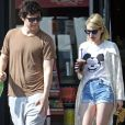 Exclusif - Emma Roberts et son compagnon Evan Peters font un stop chez Coffee Bean à West Hollywood le 18 Mars 2016.