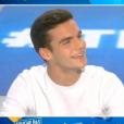 """Capucine Anav craque littéralement pour Julien Castaldi dans """"TPMP"""" le 5 décembre 2016 sur C8."""