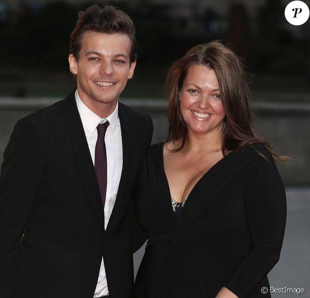 """Louis Tomlinson et sa mère Johannah Deakin à la soirée """"Believe In Magic Cinderella Ball"""" à Londres, le 10 août 2015."""