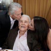 Michael Douglas fête les 100 ans de son père Kirk avec sa femme et ses enfants
