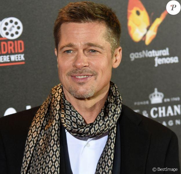 """Brad Pitt lors de la première de """"Alliés"""" (Allied) au cinéma Callao à Madrid, Espagne, le 22 novembre 2016."""