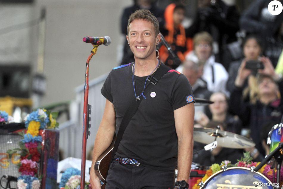 """Chris Martin (Coldplay) chante sur le plateau de l'émission """"Today"""" à New York le 14 mars 2016. © Future-Image via ZUMA Press / Bestimage"""