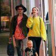 Exclusif - Evan Rachel Wood fait une balade shopping avec son fils Evan et son compagnon supposé à Los Angeles le 11 décembre 2016.