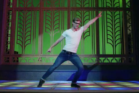 Chris Hemsworth danse en mode disco... et c'est très drôle