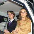 """Elizabeth Hurley (Liz Hurley) et son fils Damian à la première de la série """"The Royals"""" à Londres le 24 mars 2015."""