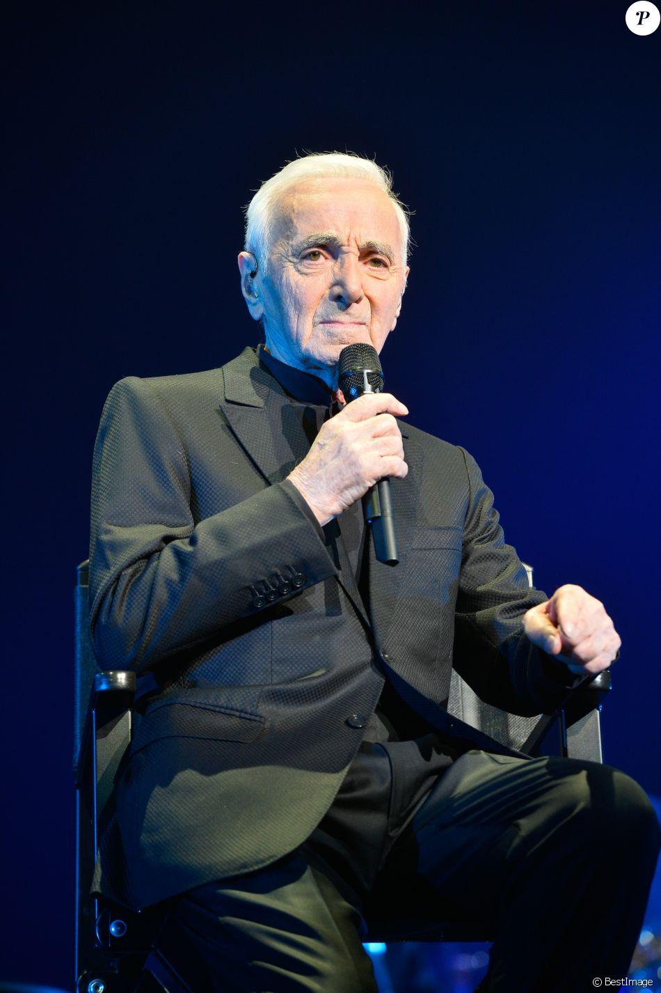 Charles Aznavour en concert au Palais des Sports à Paris, le 21 décembre 2016. © Guirec Coadic/Bestimage