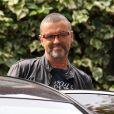 George Michael à la sortie de son domicile à Londres le 1er octobre 2012. Le chanteur anglais est mort à 53 ans le 25 décembre 2016.